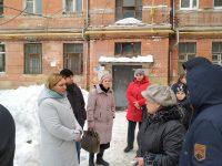 Уполномоченный встретился с жителями дома № 11 пл. Орджоникидзе г. Саратова, квартиры которых пострадали в результате прорыва горячей воды
