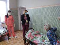 Уполномоченный по правам человека Саратовской области посетила пожилых людей из закрытого пансионата «Мирра»